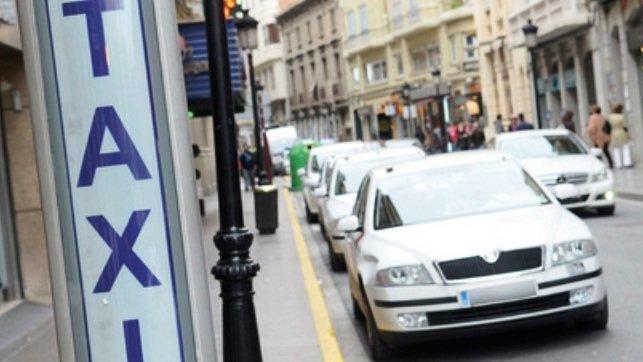 Un taxista indigna al contar la conversación que ha tenido con un cliente