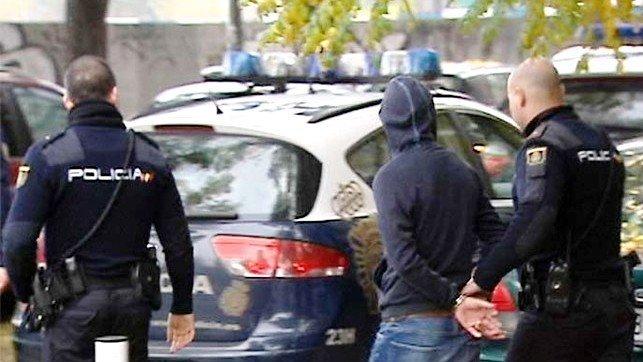 Dos detenidos por asesinar brutalmente a un anciano encontrado muerto en su casa