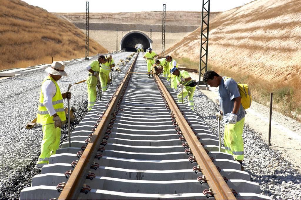 Adif sustituirá varios kilómetros de traviesas entre Campo de Criptana y Los Arenales