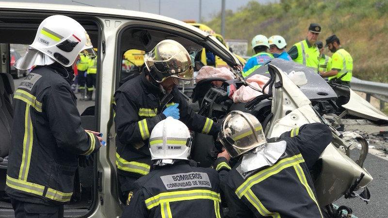 Tres fallecidos en una colisión entre una furgoneta y un turismo en la autovía A-7