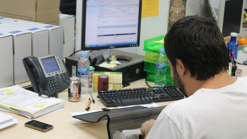 """Sindicatos denuncian la """"animadversión"""" de la Junta al teletrabajo en la Administración"""