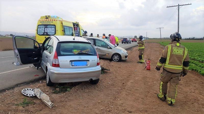 Fallece una mujer al chocar el coche en el que viajaba con otro en una carretera