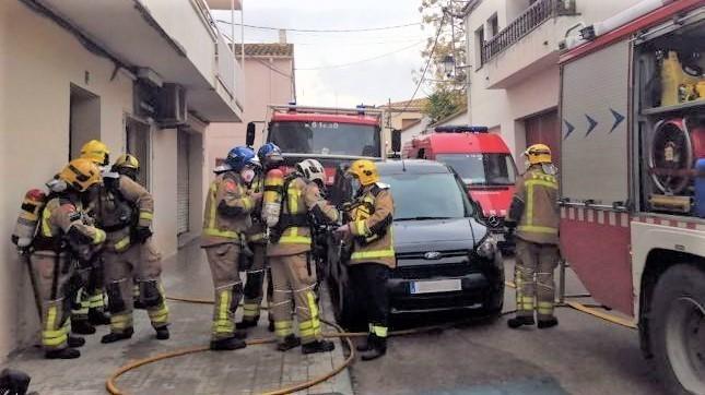 Muere una mujer tras verse atrapada entre las llamas del incendio de su vivienda