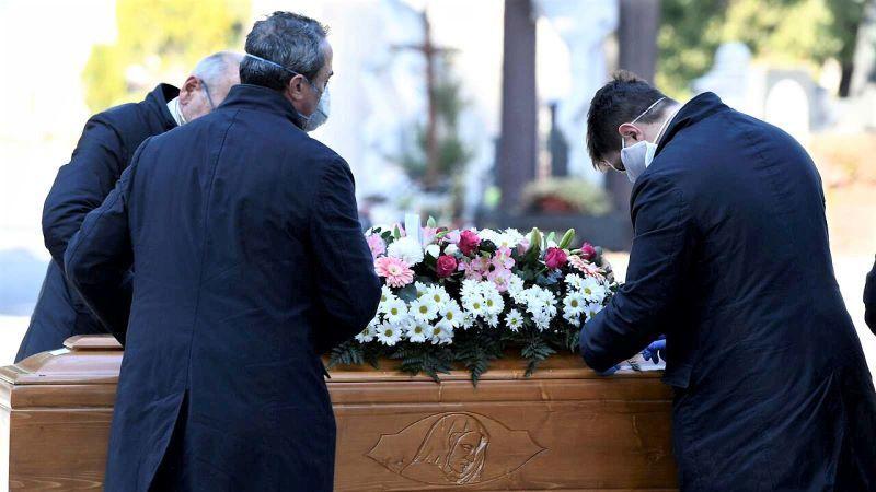 Mueren 16 de sus familiares por coronavirus tras acudir todos al funeral de un tío