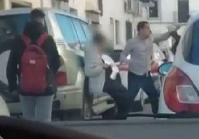 VÍDEO: Tres menores le esperan y apalean brutalmente a su profesor después de clase