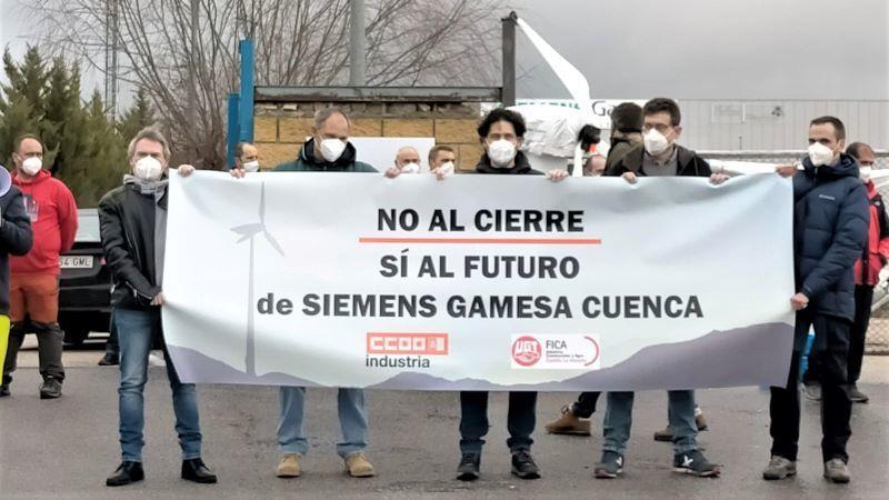 Trabajadores de Gamesa se concentran en rechazo a los cierres en Cuenca y Galicia