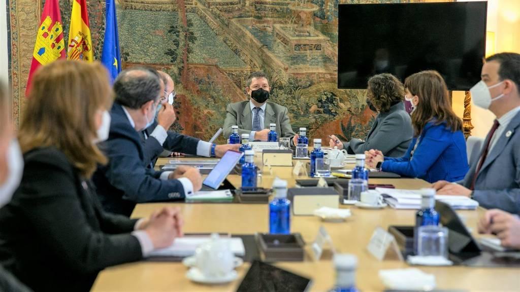 Castilla-La Mancha mantiene 10 días más el cierre perimetral de municipios y de la hostelería