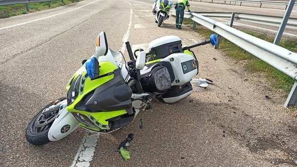 Muere un motorista de la Guardia Civil de Tráfico cuando iba a atender accidente