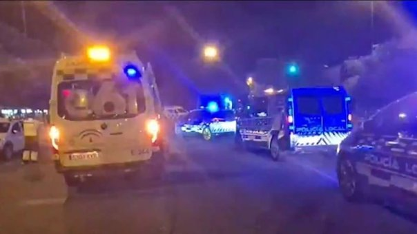 Fallece un hombre tras ser atropellado por un vehículo que se ha dado a la fuga, atropello, ambulancia, accidente