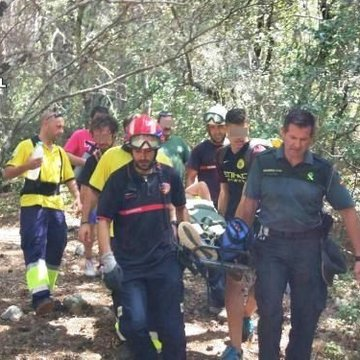 La Guardia Civil auxilia a un senderista accidentado en la sierra del Segura