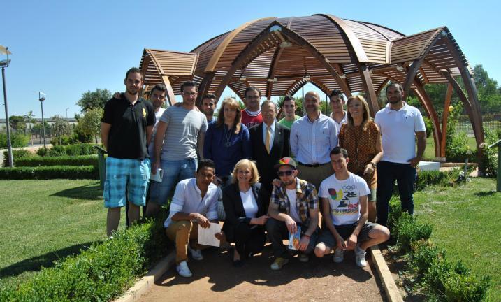 Bayod clausura la viii escuela taller de albacete en el for Jardin botanico albacete