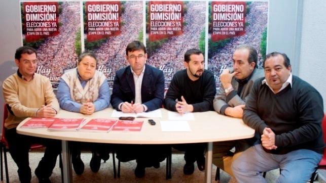 El coordinador regional de IU CLM, Daniel Martínez, con los secretarios provinciales de la formación y algunos miembros de la Ejecutiva autonómica - Archvio