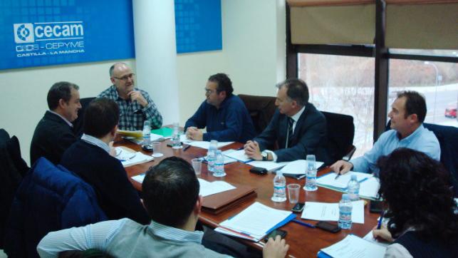 Imagen de la reunión de la Junta Directiva de la Federación Regional del Taxi de CLM, que concluyó el borrador del  Reglamento del Taxi de Castilla-La Mancha