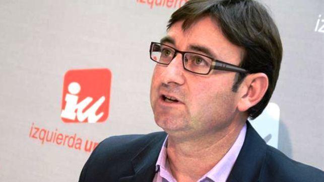 El coordinador regional de IU de Castilla-La Mancha, Daniel Martínez, durante la rueda de prensa ofrecida este lunes en Toledo