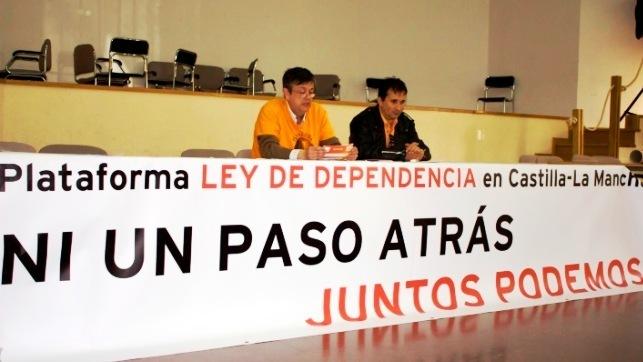 Plataforma Dependencia denuncia otro 'gravísimo' incumplimiento de la Junta. En la imagen de archivo los portavoces de la Plataforma en una rueda de prensa