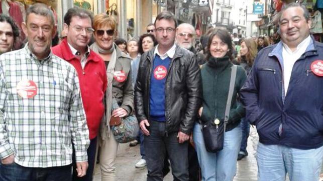 Miembros de IU Castilla-La Mancha en la manifestación de empleados públicos - Archivo