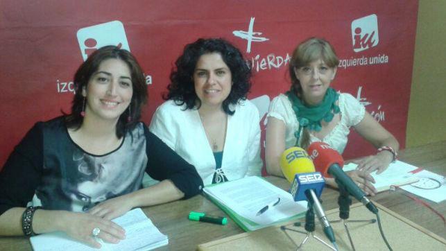 En la imagen de archivo la responsable del Área de Medio Ambiente de IU CLM, Rosa Prieto (centro)