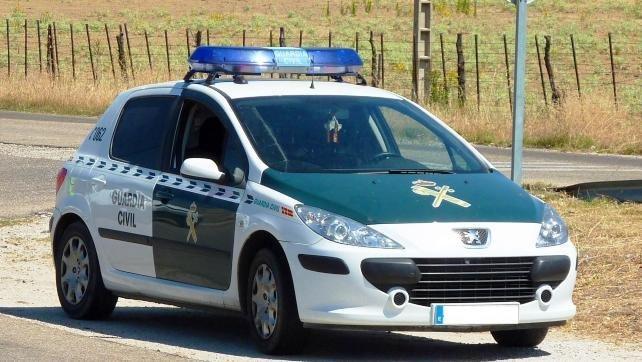Dos detenidos por robar con fuerza en un comercio de Villanueva de la Torre