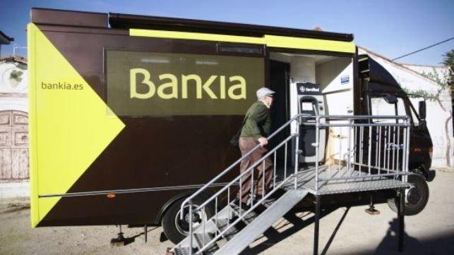 Bankia pone en funcionamiento un ofibus en la provincia de for Bankia es oficina de internet