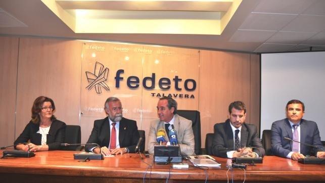 El alcalde de Talavera de la Reina, Jaime Ramos, Durante el encuentro mantenido Este lunes Con El presidente de FEDETO, Ángel Nicolás