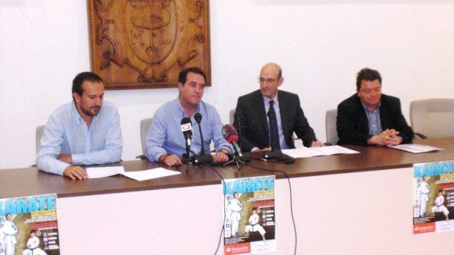 Quintanar de la Orden (Toledo) capital regional del Karate este fin de semana. En la imagen un instante de la presentación en el Ayuntamiento de Quintanar