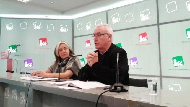 El coordinador federal de IU, Cayo Lara, y la secretaria de Elaboración Política y Programas, Marga Ferré, han presentado el programa marco para las próximas elecciones