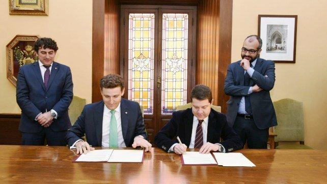 Ayuntamiento toledo y caja rural clm firman acuerdo para for Caja rural de toledo oficinas