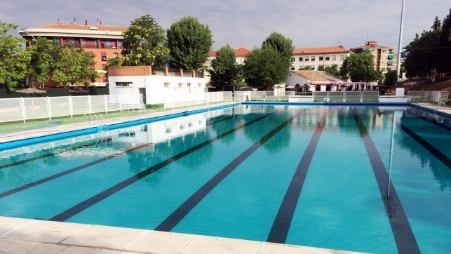 Las piscinas municipales de toledo se mantendr n abiertas for Piscina municipal albacete
