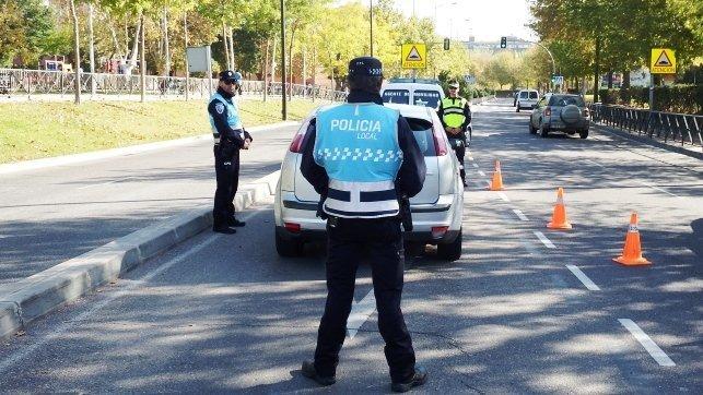 Detenido un conductor tras saltarse el confinamiento, dar positivo en drogas y llevar un arma