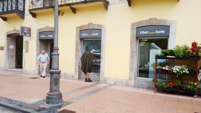 Liberbank comienza la primera fase de la nueva identidad for Oficinas liberbank barcelona