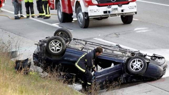 Muere un hombre tras salirse de la vía y volcar el coche que conducía en la N-VI