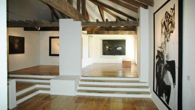 La entrada al Museo de Arte Abstracto Español de Cuenca ...