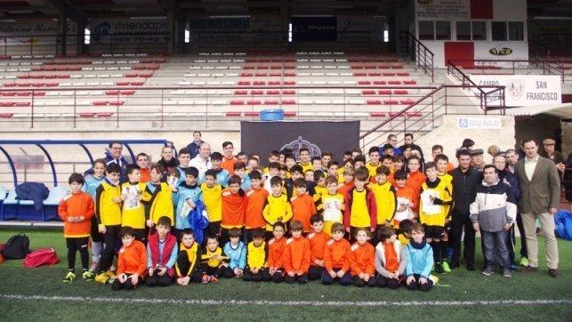 74 jóvenes se forman en el IV Campus de Fútbol de la Peña Madridista   Mazacotero  0cbdd5f74c713