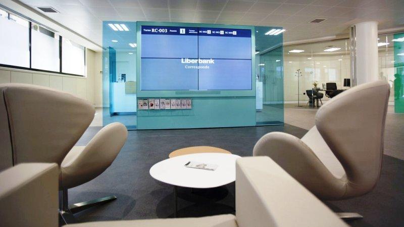 Liberbank estrena en clm el nuevo modelo de oficinas y for Oficinas liberbank barcelona