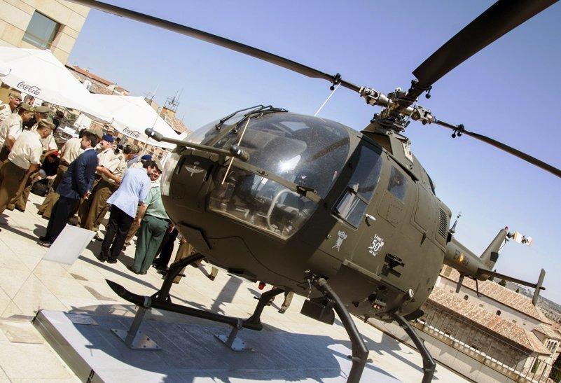 El Museo del Ejército en Toledo recibe un helicóptero en el cincuentenario  de las FAMET - b161ee7e4d3