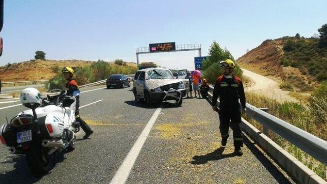 Muere un hombre al colisionar su todoterreno contra un camión en la carretera N-630