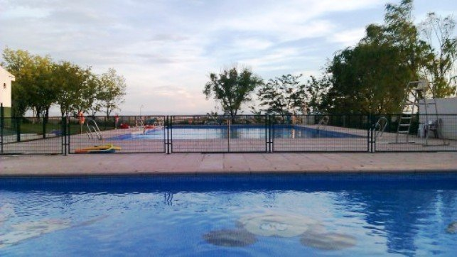 Fallece una persona que se ba aba en la piscina municipal for Piscina municipal albacete