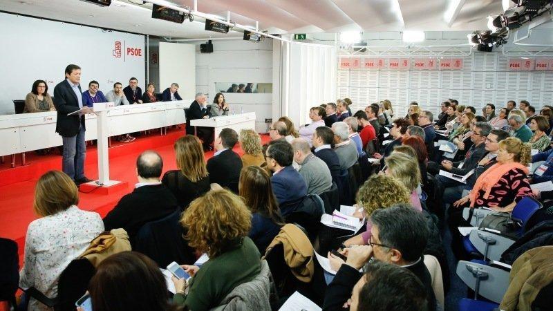 El presidente de la Comisión Gestora del PSOE, Javier Fernández, este sábado durante su intervención en el Comité Federal del partido