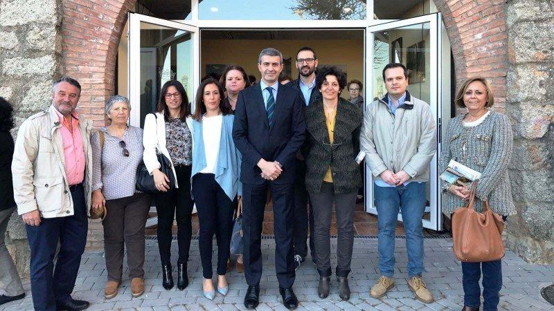 Escalona abre su oficina de turismo en la emblem tica for Oficina de turismo de toledo capital