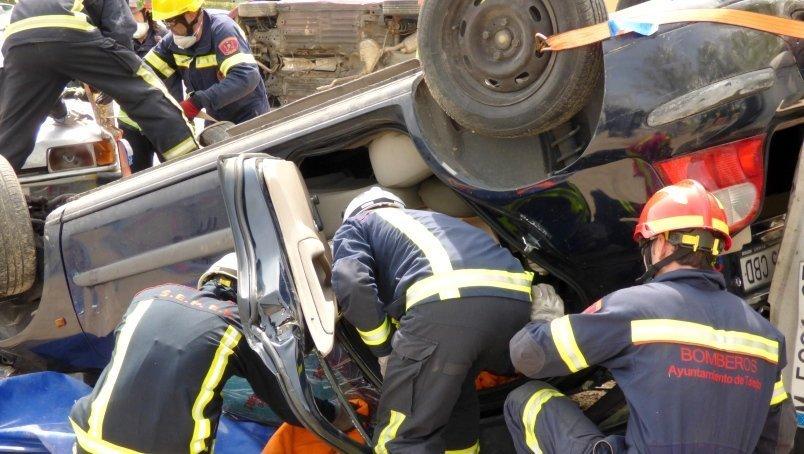 40 Bomberos se forman en cursos de mercancías peligrosas y accidentes tráfico