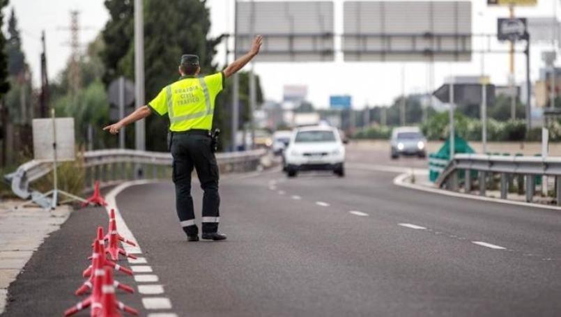 Paran a un conductor por exceso de velocidad, pero no se esperaban lo que había en el coche
