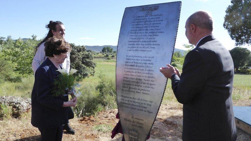 Descubren en Piedrabuena (Ciudad Real) una estela que recordará al poeta Nicolás del Hierro - EFE/Beldad