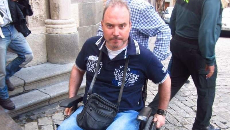 Román David Gómez, el agente de la Guardia Civil que quedó en silla de ruedas tras el atraco en Yuncos (Toledo), a las puertas de la Audiencia Provincial de Toledo