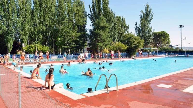 Muere un hombre tras quedar inconsciente en una piscina comunitaria
