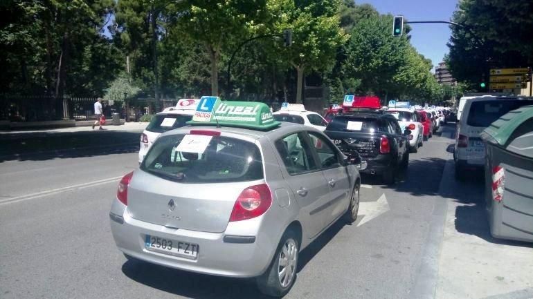Veh culos de autoescuelas marchan por albacete por la - Jefatura provincial de trafico de albacete ...