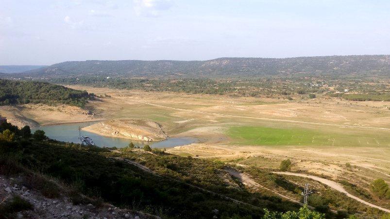 Imagen del lamentable estado que presenta el embalse de Entrepeñas en la cabecera del río Tajo en la provincia de Guadalajara / Fotografía: @rioTajoVIVO