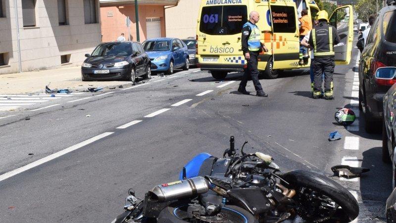 Fallece un hombre de 43 años al chocar su moto contra una furgoneta en una calle