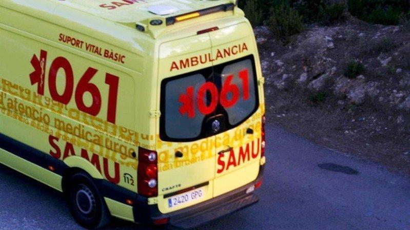 Muere un hombre tras salirse de la vía el coche que conducía y caer por una ladera