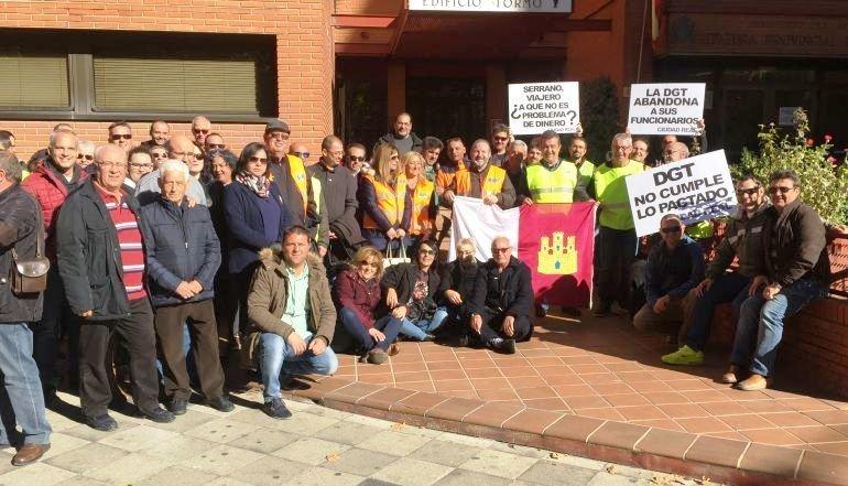 Medio centenar de examinadores de clm exigen a tr fico que - Jefatura provincial de trafico de albacete ...