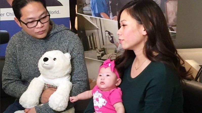 Logran operan a un bebé que sufre espina bífida en el interior del ...